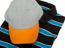 T-Shirt und Schutzkappe Stockfoto
