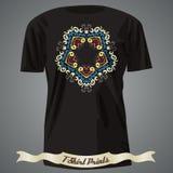 T-shirtontwerp met Exotisch abstract Patroon Royalty-vrije Stock Foto's
