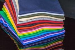 T-Shirts hergestellt von der Baumwolle und von der Faser Stockfoto