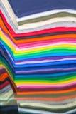 T-Shirts hergestellt von der Baumwolle und von der Faser Stockfotos