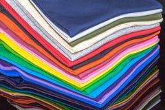 T-Shirts hergestellt von der Baumwolle und von der Faser Stockbild