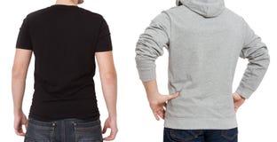 T-skjorta- och tröjamall Män i svart tshirt och i grått hoody Tillbaka bakre sikt Åtlöje som isoleras upp på vit bakgrund kopia royaltyfria foton