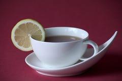 T-stuk met citroen Royalty-vrije Stock Afbeeldingen