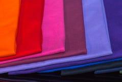 T-stukoverhemden van katoen en vezel worden gemaakt die Stock Afbeelding