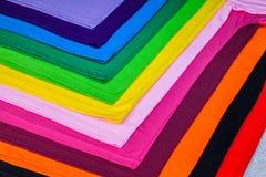 T-stukoverhemden van katoen en vezel worden gemaakt die Royalty-vrije Stock Fotografie