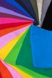 T-stukoverhemden van katoen en vezel worden gemaakt die Stock Fotografie