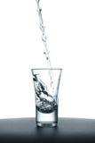 tła szklany dolewania wody biel Obrazy Royalty Free
