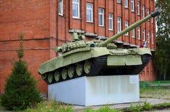 T-80 tank op het voetstuk stock afbeeldingen