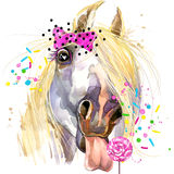 T-tröjadiagram för vit häst hästillustration med texturerad bakgrund för färgstänk vattenfärg Royaltyfri Fotografi