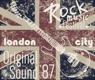 T-tröjaprintingdesignen, typografidiagram, London vaggar festivalvektorillustrationen med grungeflaggan, och den drog handen skis Royaltyfri Foto