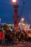 Tłum ludzie przy dziobowymi kolumnami Fotografia Royalty Free