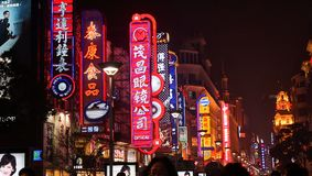 Tłum na Nanjing drodze Szanghaj Zdjęcia Stock