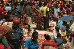 Tłum przy rynkiem Konso Etiopia Obrazy Royalty Free