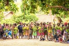 Tłum wioska mieszkanów Solomon wyspa Zdjęcie Stock