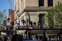Tłumu czekanie dla gigantów Obrazy Stock