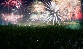 Tłumu dopatrywania fajerwerki przy nowym rokiem Fotografia Royalty Free