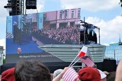 Tłumu entuzjastycznie fala flaga Obrazy Royalty Free