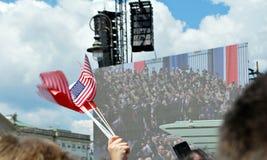 Tłumu entuzjastycznie fala flaga Krasinski kwadrat Obrazy Royalty Free