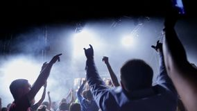 Tłumu taniec przy muzyka koncertem zbiory wideo
