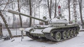 T-55 un tanque (1962) (nevando) fotos de archivo