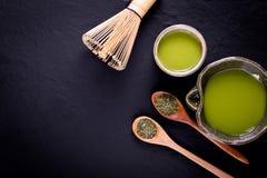 T? verde organico di Matcha in una ciotola fotografia stock libera da diritti