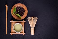T? verde organico di Matcha in una ciotola fotografia stock