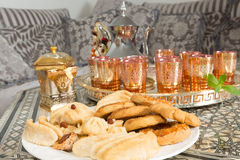 Té y galletas dulces del Ramadán Imagenes de archivo