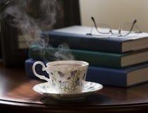 Té y libros Fotos de archivo