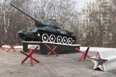 T-34 zbiornik, instalujący na cześć walki i pracy wyczyn th Fotografia Royalty Free