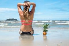 imagine stock despre  frumos fata şedinţei plaja exotice peisaje şi ac