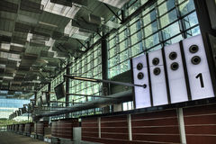 t3 för räknare för flygplatschangi kontroll Arkivfoton