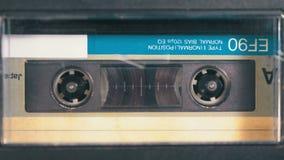 Taśma pisak bawić się audio kasetę wkładającą w tym taśma dźwiękowa rocznik zdjęcie wideo