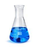 Taça de vidro do laboratório com a amostra líquida azul Imagem de Stock Royalty Free