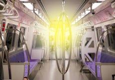 TAÏPEH, TAÏWAN - OCTOBRE 10,2017 : Brouillez les assengers sur le métro de MRT à Taïpeh, les gens à l'intérieur d'un souterrain Image libre de droits