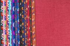Taśma z ornamentem na tkaniny tle z pustą przestrzenią Krajowy duch fotografia stock