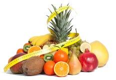 Taśmy miara i mieszane owoc zdjęcie stock