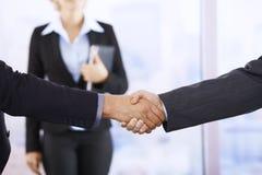 τίναγμα χεριών επιχειρημα&ta Στοκ εικόνα με δικαίωμα ελεύθερης χρήσης