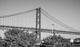 25ta April Bridge famosa sobre el río Tajo en el puente de Lisboa aka Salazar Imagen de archivo libre de regalías