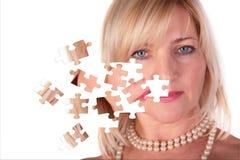 Ta av pussel från framsida av den middleaged kvinnan Fotografering för Bildbyråer