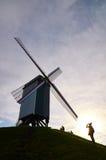 Ta bilder på en väderkvarn i Bruges, Belgien Royaltyfria Bilder