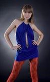 tła czarny błękit sukni oszałamiająco kobieta Obrazy Royalty Free