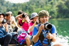 Ta det lyckliga fotoet och känseln medan lopp Fotografering för Bildbyråer
