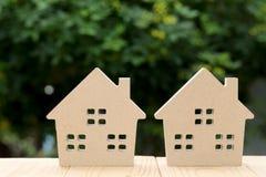 tła dom odizolowywający zabawkarski biały drewniany Zdjęcie Royalty Free