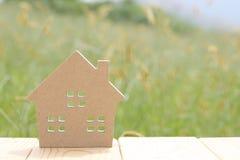 tła dom odizolowywający zabawkarski biały drewniany Obraz Stock