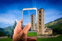 Ta en bild med en inBelfry smartphone och kyrka av Sant Climent de Taull, Catalonia, Spanien fotografering för bildbyråer