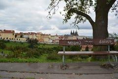 Ta ett avbrott i Prague som omges av historia Arkivbild