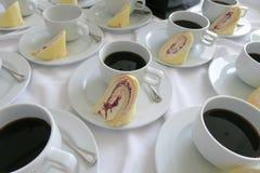 Ta ett avbrott schweiziska rullar och kaffe Royaltyfri Fotografi