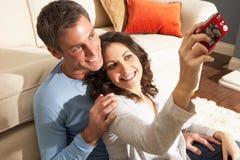 ta för fotografi för kamerapar digitalt home Arkivfoton