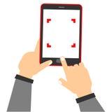 Ta fotoet genom att använda mobiltelefonen Royaltyfria Bilder