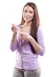 äta kvinnayoghurt Fotografering för Bildbyråer